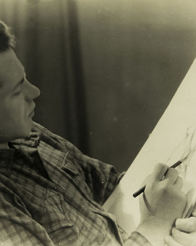 Neznani fotograf, Ivo Lenščak pri risanju, ok. 1955, želat. sr. brom, papir, zasebna last